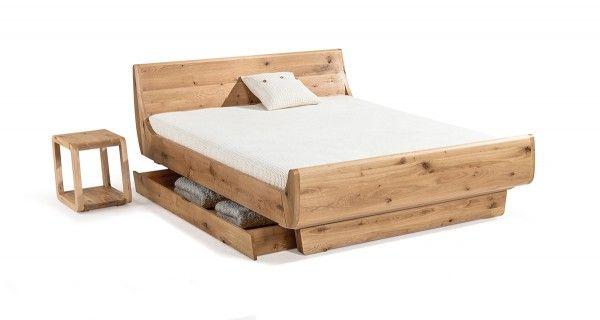 Dormiente Massivholzbett Mola Maxi mit durchgehenden Füßen